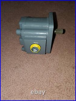 LVA10915 Hydraulic Pump for John Deere 110 Backhoe Loader TLB